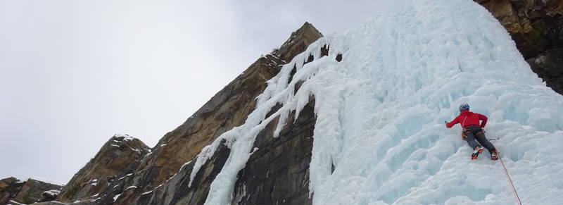 Ice climbing 1920 700